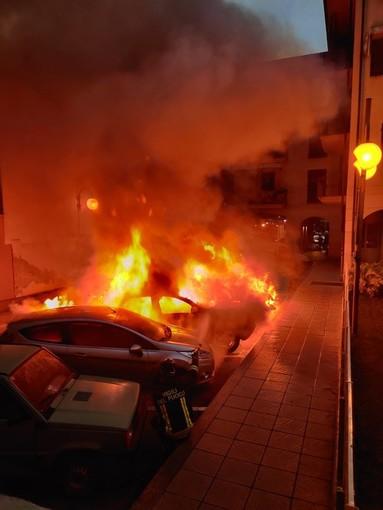 Incendio auto a Borgo San Dalmazzo