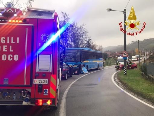 Autobus contro auto a Priocca: fortunatamente solo un ferito lieve