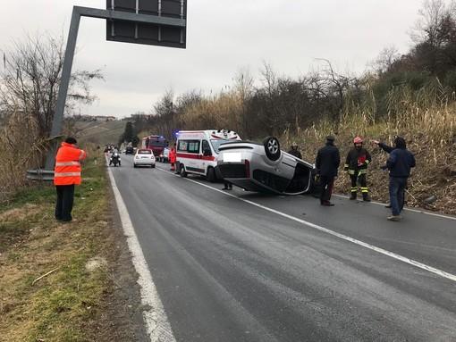 Incidente tra due vetture sulla Sp 3 di Neive, strada bloccata per più di due ore