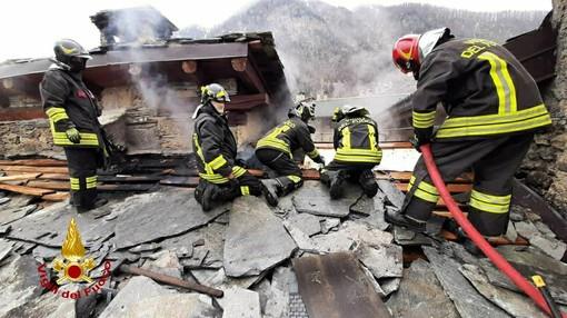 In fiamme abitazione in borgata Villaro di Acceglio, vigili del fuoco sul posto