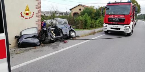 Auto contro muro a Pianfei, deceduto l'uomo alla guida del mezzo