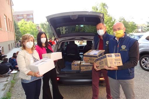 Il Lions Club Bra Host ha donato materiale scolastico agli Istituti Comprensivi Bra 1 e Bra 2