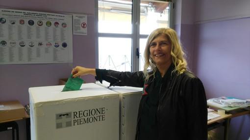 Liliana Allena, candidata al comune di Alba, ha votato a Roddi