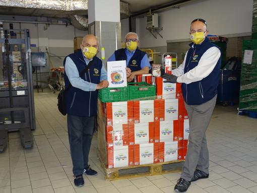 Generi alimentari per la Caritas di Bra: l'iniziativa del Lions Club Bra Host (Foto)