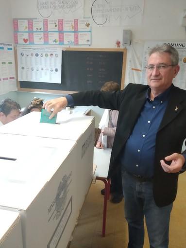 Il candidato Marco Marcarino ha votato alla Moretta di Alba
