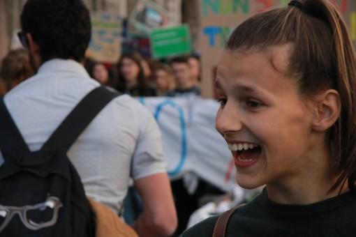 """""""Abbiamo 11 anni per salvare il pianeta"""": 17enne di Cuneo parla di ambiente e inquinamento dal palco dell'assemblea di Confindustria"""
