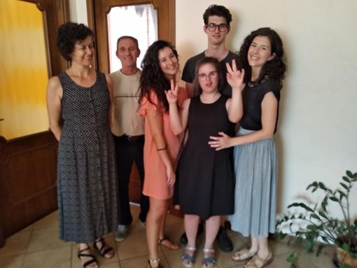 Marta con la sua famiglia: mamma Caterina, papà Stefano, i fratelli Veronica, Giovanni e la gemella Cecilia