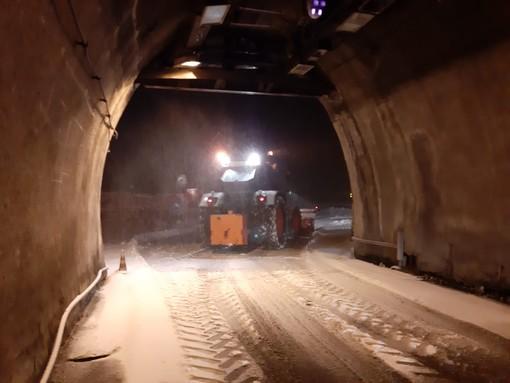 Neve sul colle di Tenda: 20 centimetri all'imbocco del tunnel lato italiano
