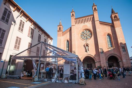 """Il tartufo sposa il cioccolato di qualità: in Piazza Duomo ad Alba torna il padiglione dedicato al """"cibo degli dei"""""""