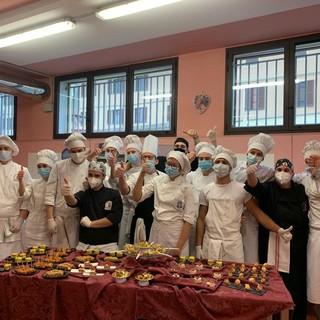 Lo chef Alessandro Pavesio fa scuola al Penna di San Damiano con una rappresentanza di studenti [FOTO]
