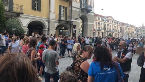 Stop alla didattica di emergenza: la mobilitazione di docenti, genitori e studenti di Cuneo (VIDEO)