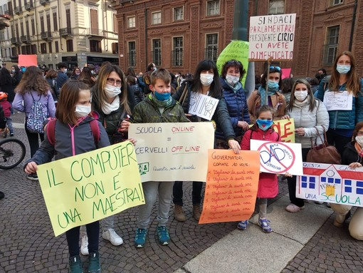Una delegazione di Scuole Aperte Cuneo alla manifestazione di ieri (venerdì 26 marzo) a Torino