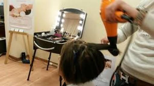 Alba e Bra: parrucchieri ed estetisti aperti domenica 18 aprile