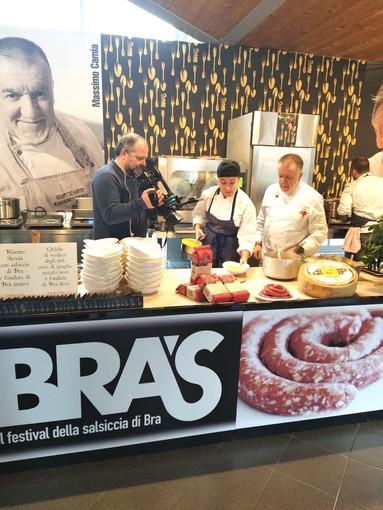 Lo chef Massimo Camia ripreso dalle telecamere di Mediaset
