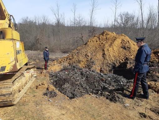 Venivano da una ditta del Cuneese i rifiuti speciali abbandonati a Pralormo: denunciate quattro persone