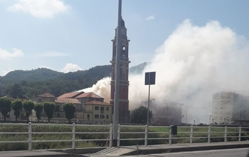 L'incendio nella chiesa di San Lorenzo, a Cairo Montenotte