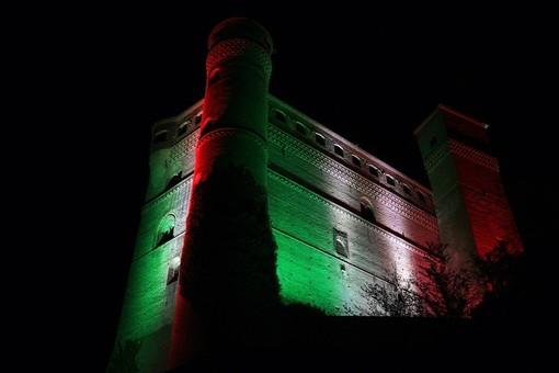 Come il castello, a Serralunga d'Alba la vendemmia diventa tricolore