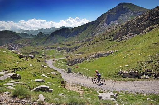 La Regione rifinanzia il sistema dei voucher vacanze: altri 3 milioni di euro per i turisti che sceglieranno il Piemonte