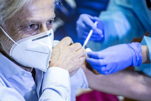 """Il 30 gennaio sarà """"Vaccine Day"""" per gli ultra 80enni piemontesi. Tra 10 giorni terminerà la """"Fase 1"""""""