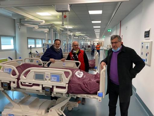 L'assessore regionale Icardi, qui col governatore Cirio e l'ex commissario all'emergenza Raviolo presso l'ospedale di Verduno