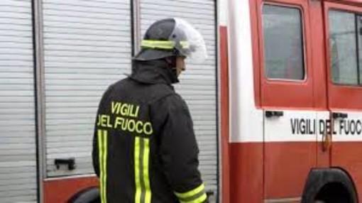 Autoarticolato si ribalta sulla Torino-Savona: conducente estratto illeso dal mezzo
