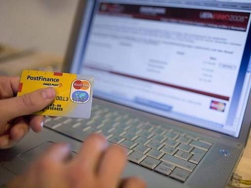 Truffe online per la vendita di smartphone e aspirapolveri: saluzzesi a processo